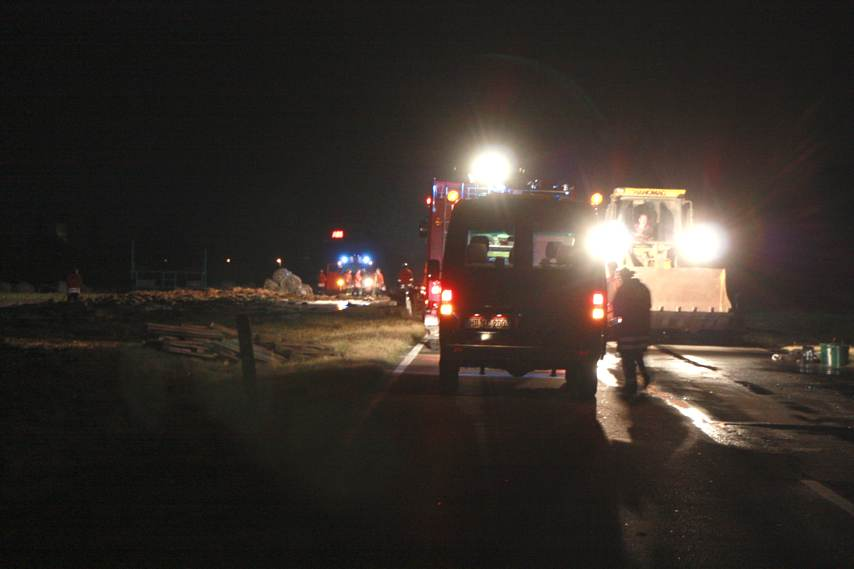 """""""Strohfeuer"""" beschäftigt Ladenburger Feuerwehr – 700 Strohballen in Brand"""