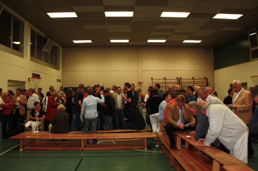 Fotos vom Wahlabend in der Turnhalle