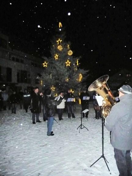 """""""Lieder im Advent"""" auf dem Dorfplatz"""