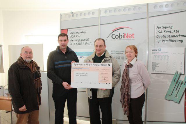 Firma Cobinet spendet 1.500 Euro an Förderverein der JKS