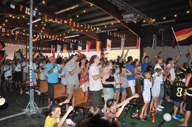 Fotostrecke: Die 4:0-Party in der Freizeithalle