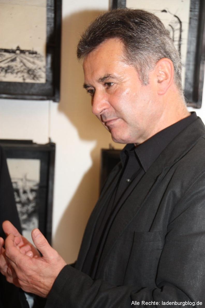 """Ausstellung: """"Verletzte Seelen"""", Small-Talk und Nachdenken über Menschenrechte"""