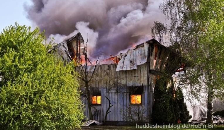Großbrand: Scheune brennt nieder – Haupthaus gerettet – 300.000 Euro Schaden