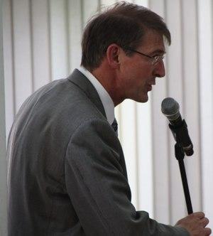 """Dokumentation: Viele Fragen – keine Antworten. Bürgermeister Michael Kessler schweigt zum """"Zukunftsprojekt Pfenning"""""""