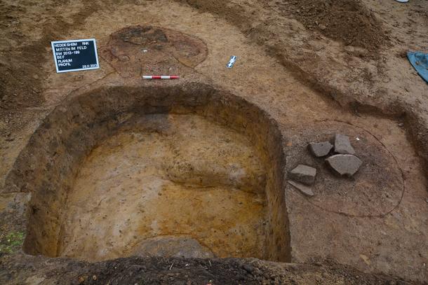Heddesheim-Alemannen-Mitten im Feld-Archaeologie-Dr Klaus Wirth-Foto_REM--2